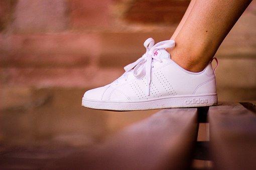 Бъдете модерни и елегантни дори и с маратонки на краката. Вижте магазин Sportmoda!
