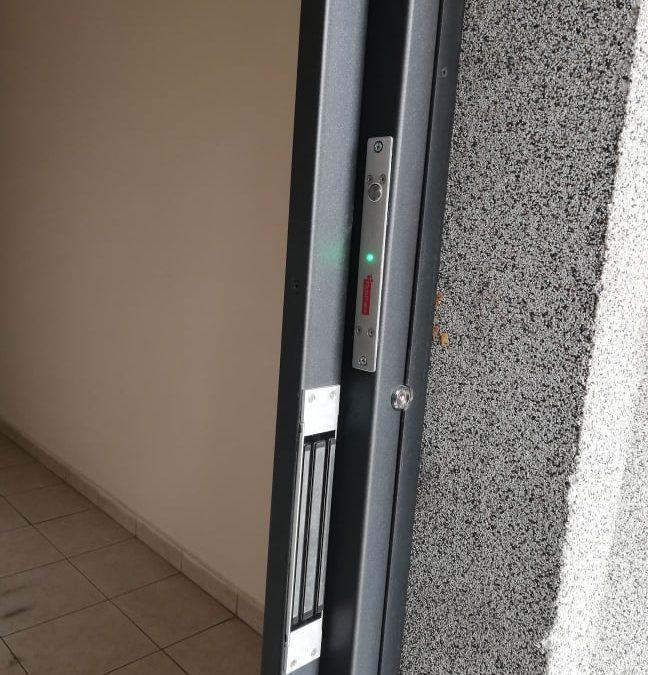 Причини, налагащи монтиране на брава с контрол на достъп на жилищен вход